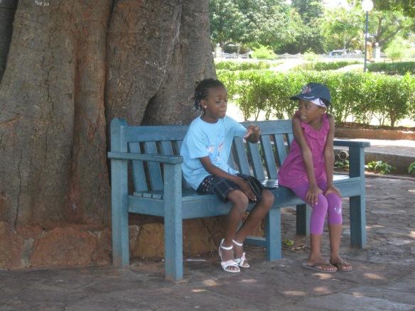 kids under tree1